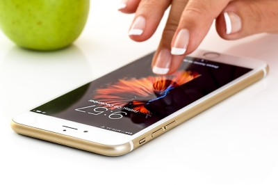 613MKI_S41_HIGH-TECH_ Slofie  grande nouveauté du iPhone