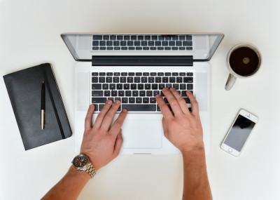 laptop-iphone-desk-notebook-smartphone-writing-913476-pxhere.com